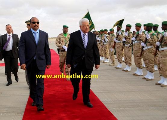 الرئيس الفلسطيني خلال وصوله مطار أم التونسي الدولي